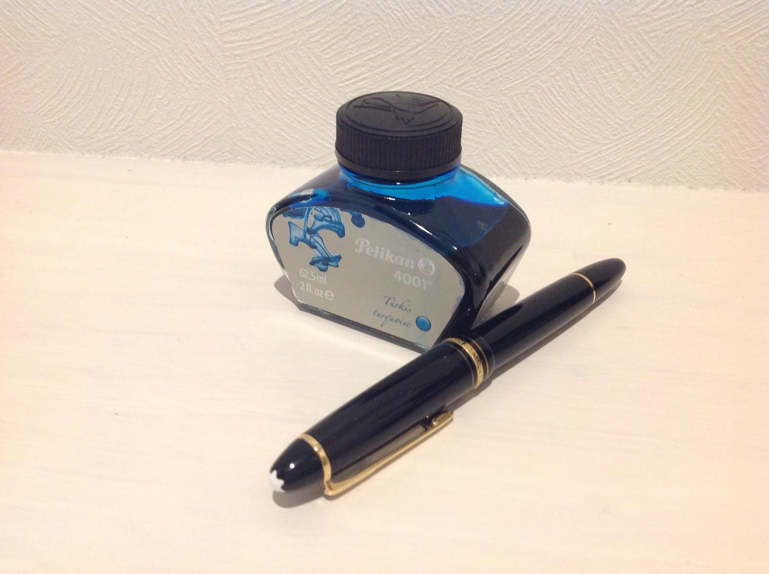 ターコイズブルーという赤味の少ない青色が、今お気に入りの万年筆のインク