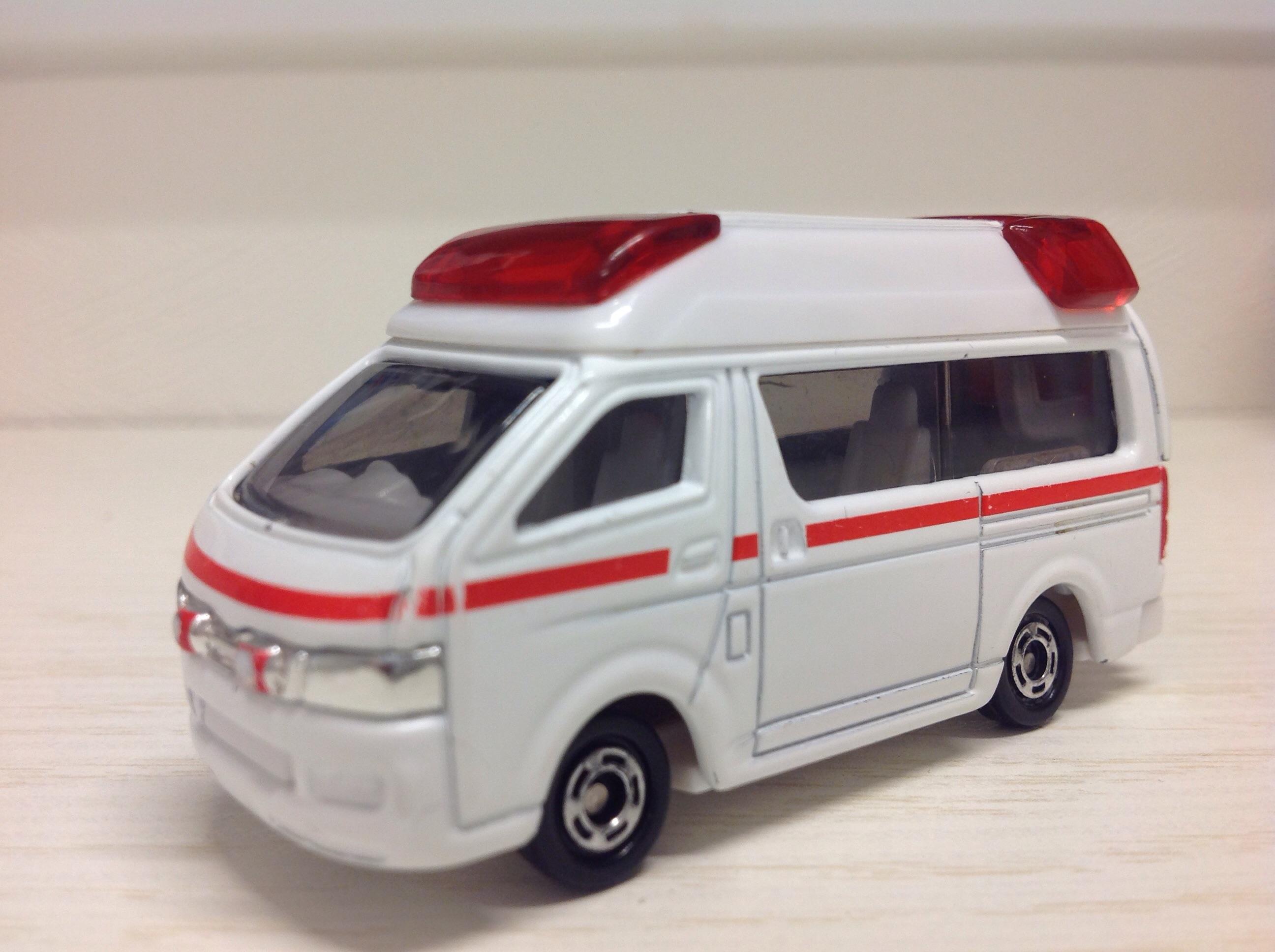 トミカNo.79・トヨタハイメディック救急車を親目線でレビューしてみる